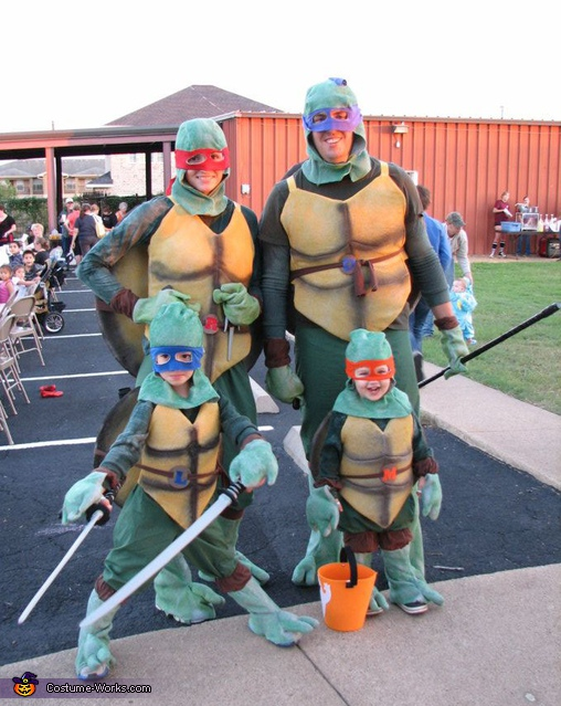 The Teenage Mutant Ninja Turtles family costume idea for halloween