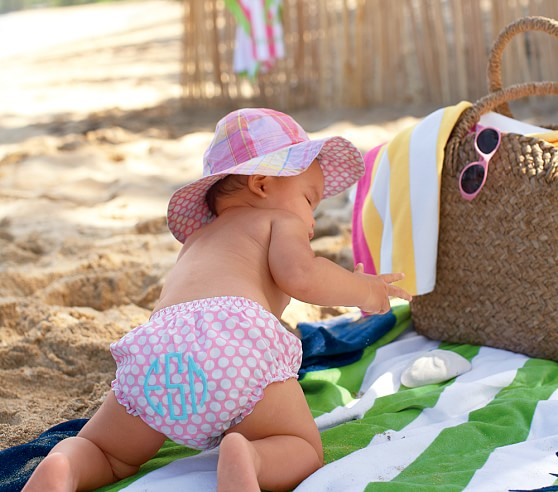 Baby crawling using the best all natural sunscreen