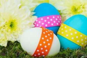 decorate eggs for Baby's first Easter activities