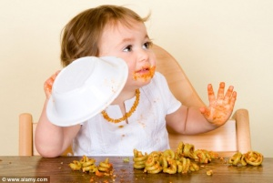 http://www.dailymail.co.uk/health/article-2351575/Is-SAFE-let-baby-feed--Baby-Steps-tackles-new-trend-baby-led-weaning.html