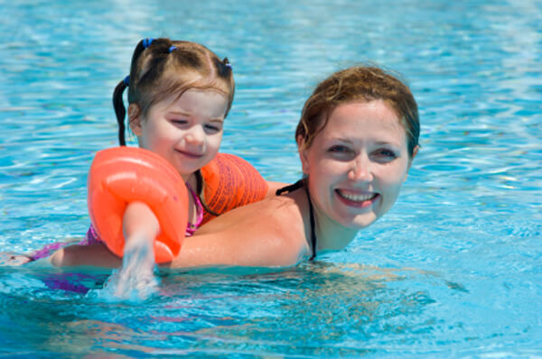 http://www.sheknows.com/parenting/articles/5322/how-to-join-a-mom-and-me-swimming-class