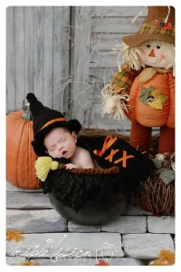 pilgram halloween costume for a newborn baby