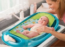 Quick Tips for Baby's First Bath at Home